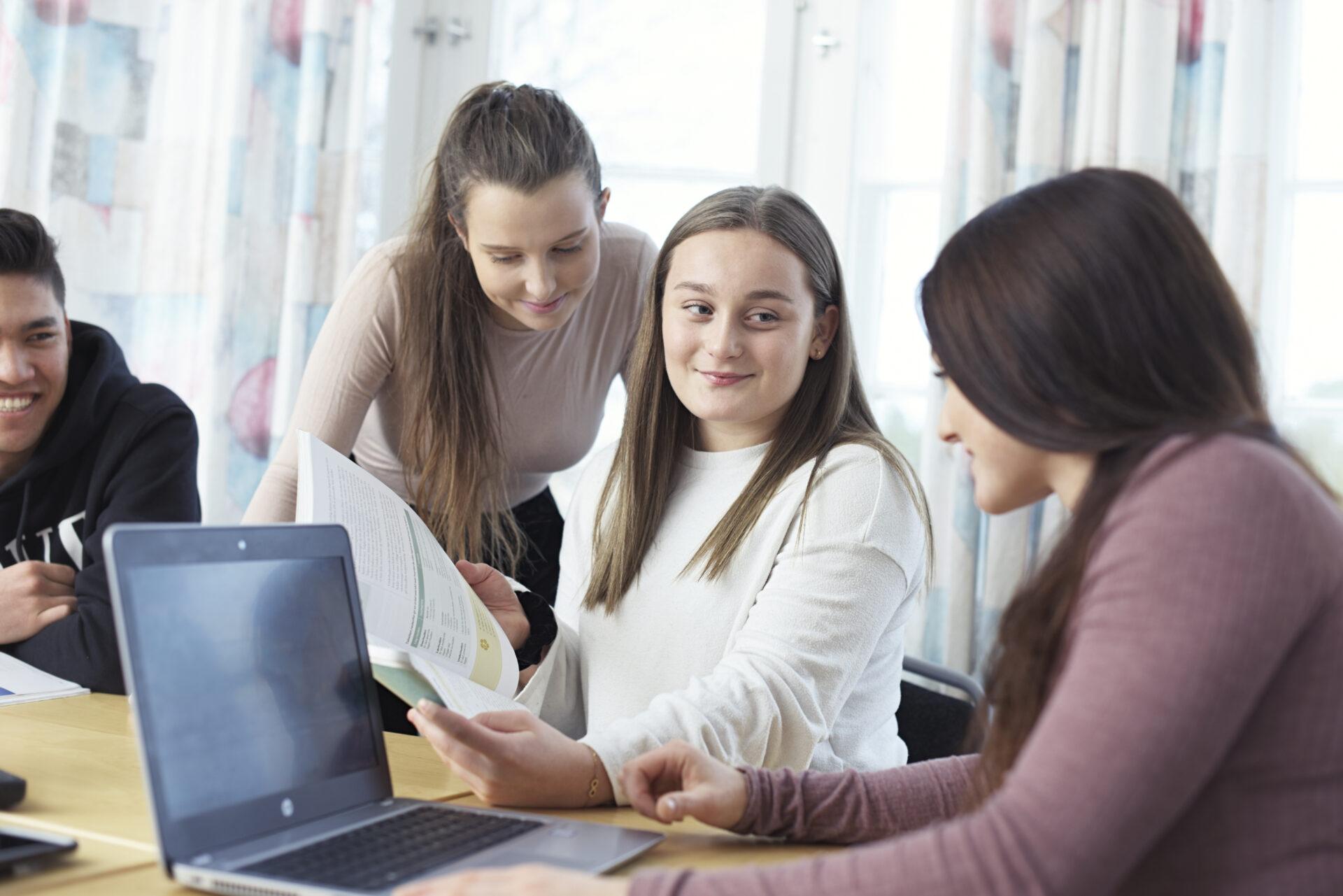 barne og ungdomsarbeider voksenopplæring